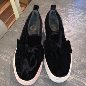 Black velvety G by guess 9.5 shoes